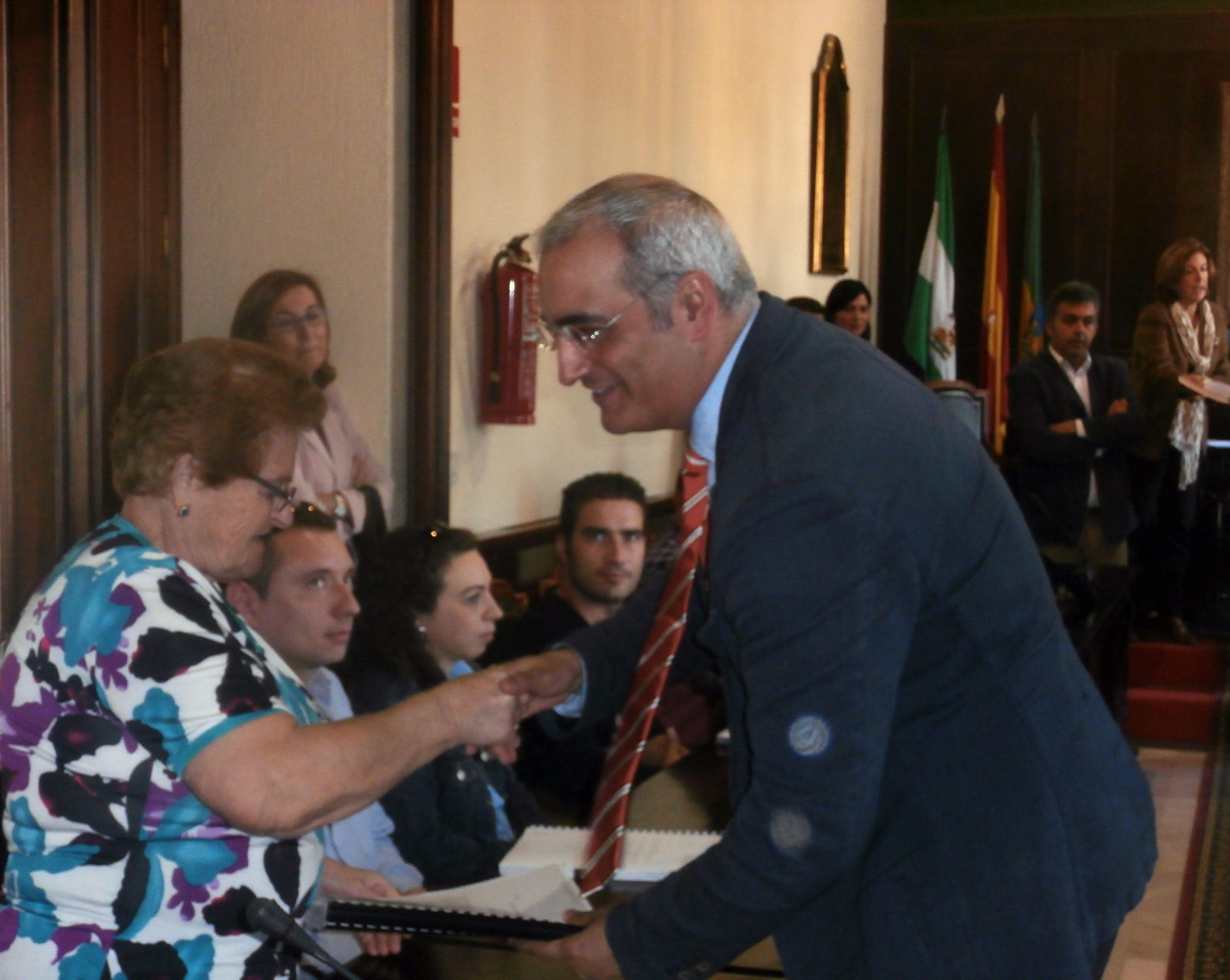 El Salón de Plenos portuense acoge la entrega de los proyectos subvencionados por el programa Rehabilitación Autonómica 2009